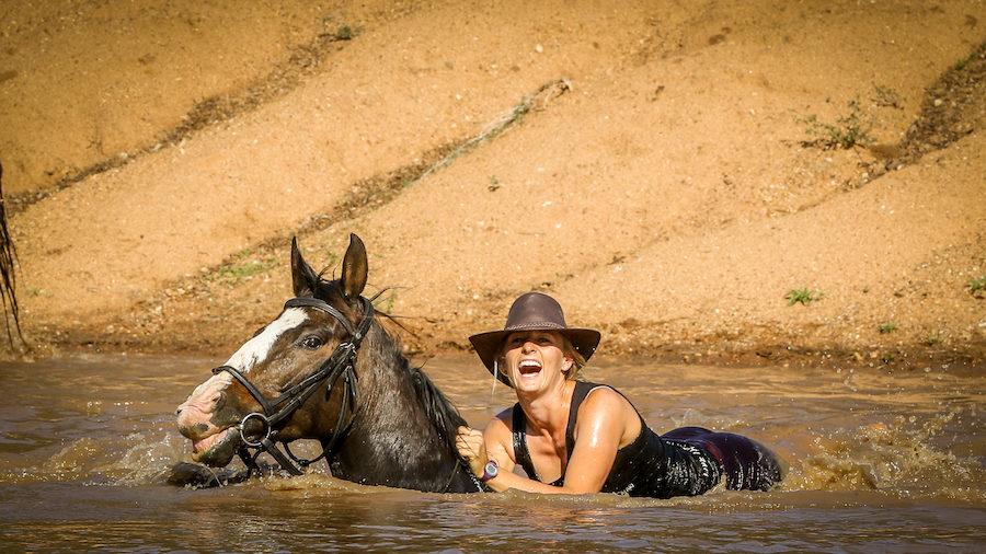 baignade cheval safari afrique