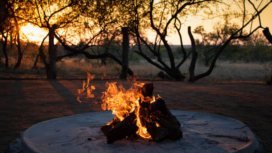 feu de camp bush safari afrique